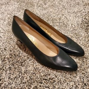 Salvatore Ferragamo Navy Blue Pointed Toe 7.5AAA